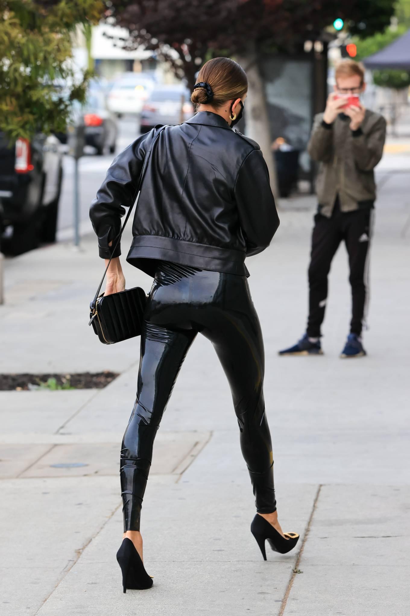 Hailey Baldwin 2020 : Hailey Baldwin – Seen outside her stylists office in Los Angeles-07