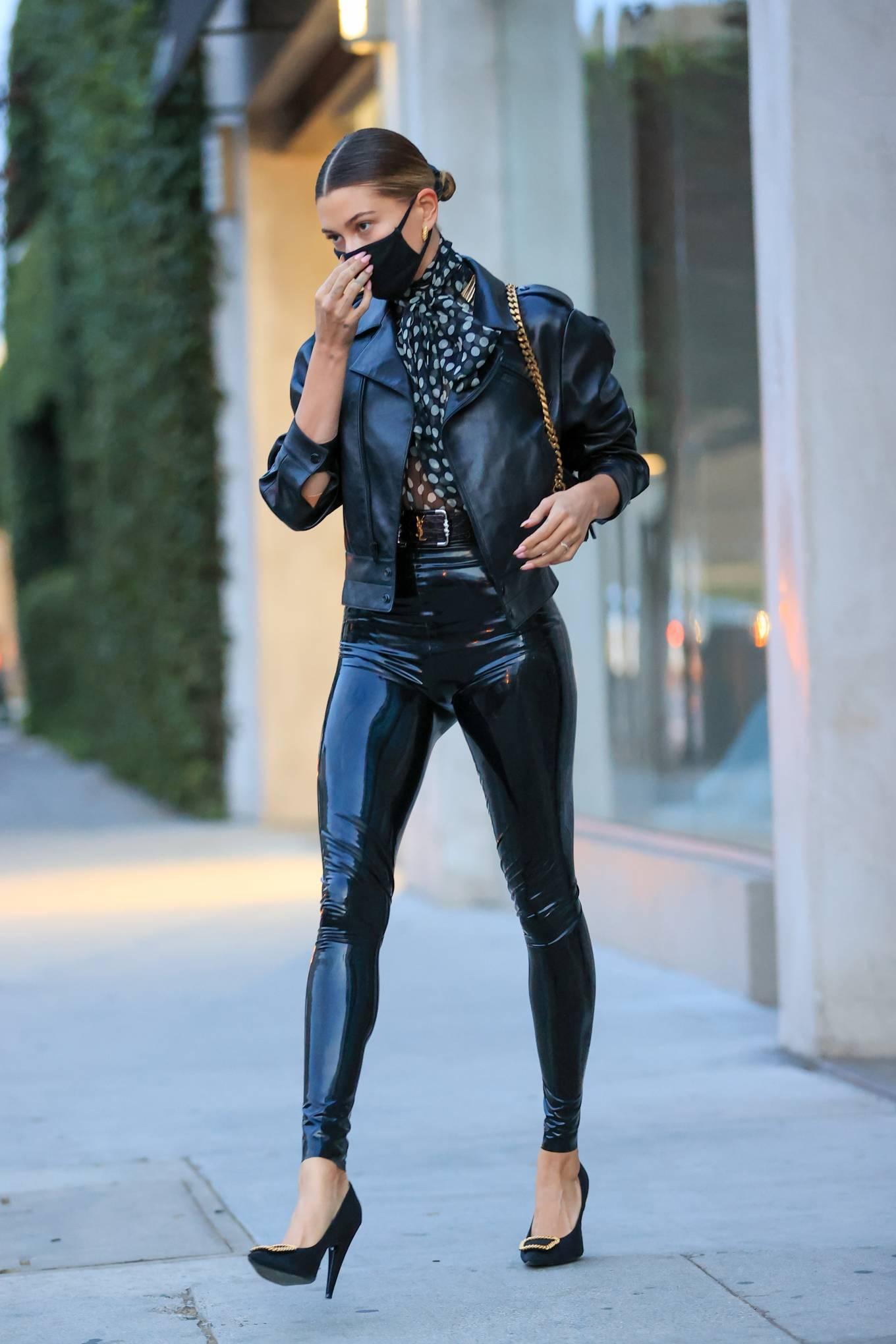 Hailey Baldwin 2020 : Hailey Baldwin – Seen outside her stylists office in Los Angeles-18