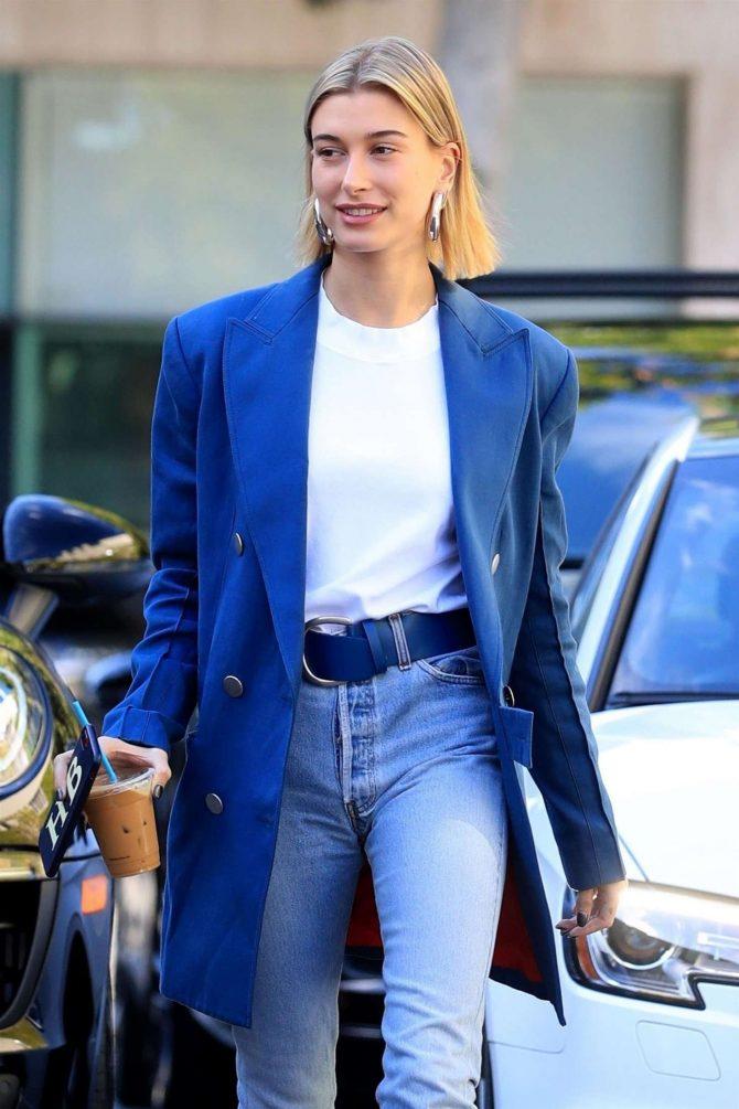 Hailey Baldwin - Shopping in Beverly Hills