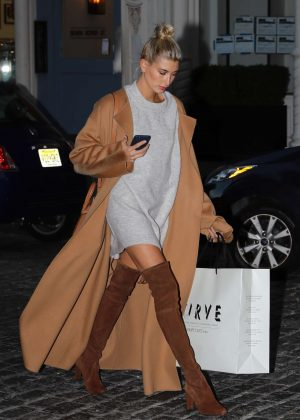 Hailey Baldwin - Shopping in CURVE Soho