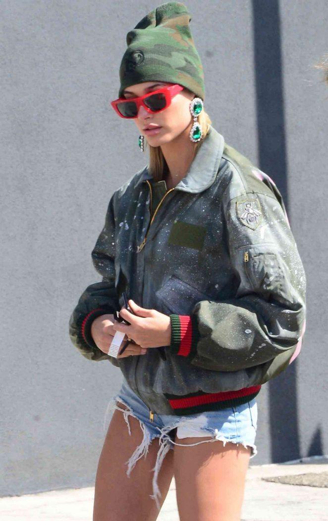Hailey Baldwin – Shops at Rihanna's pop up shop in LA