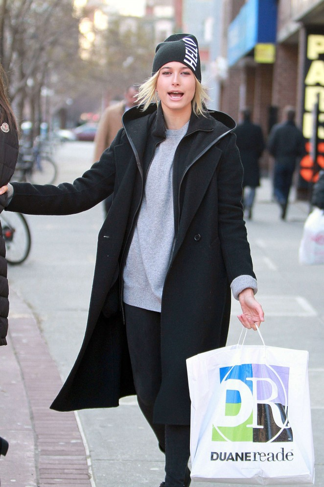 Hailey Baldwin Street Style – Out and about in New York City