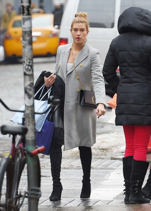 Hailey Baldwin Street Style - Out in NYC
