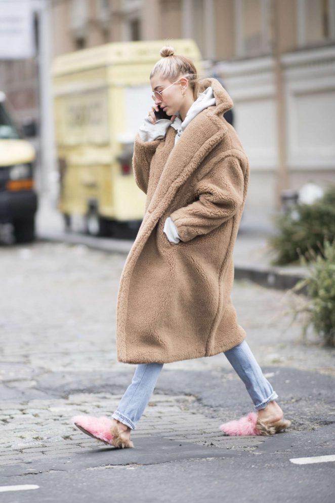 Hailey Baldwin - Wearing a beige oversized coat in Manhattan