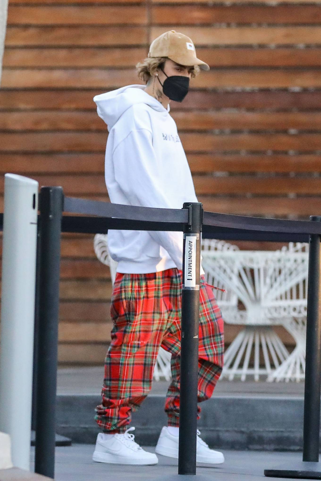 Hailey Bieber 2020 : Hailey Bieber and Justin Bieber – Christmas shopping at Maxfield in West Hollywood-02