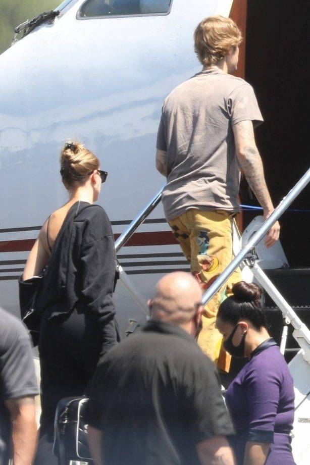 Hailey Bieber and Justin Bieber - Seen boarding a jet in Los Angeles