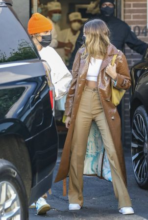 Hailey Bieber and Justin - Spotted after lunch at Il Pastaio in Beverly Hills