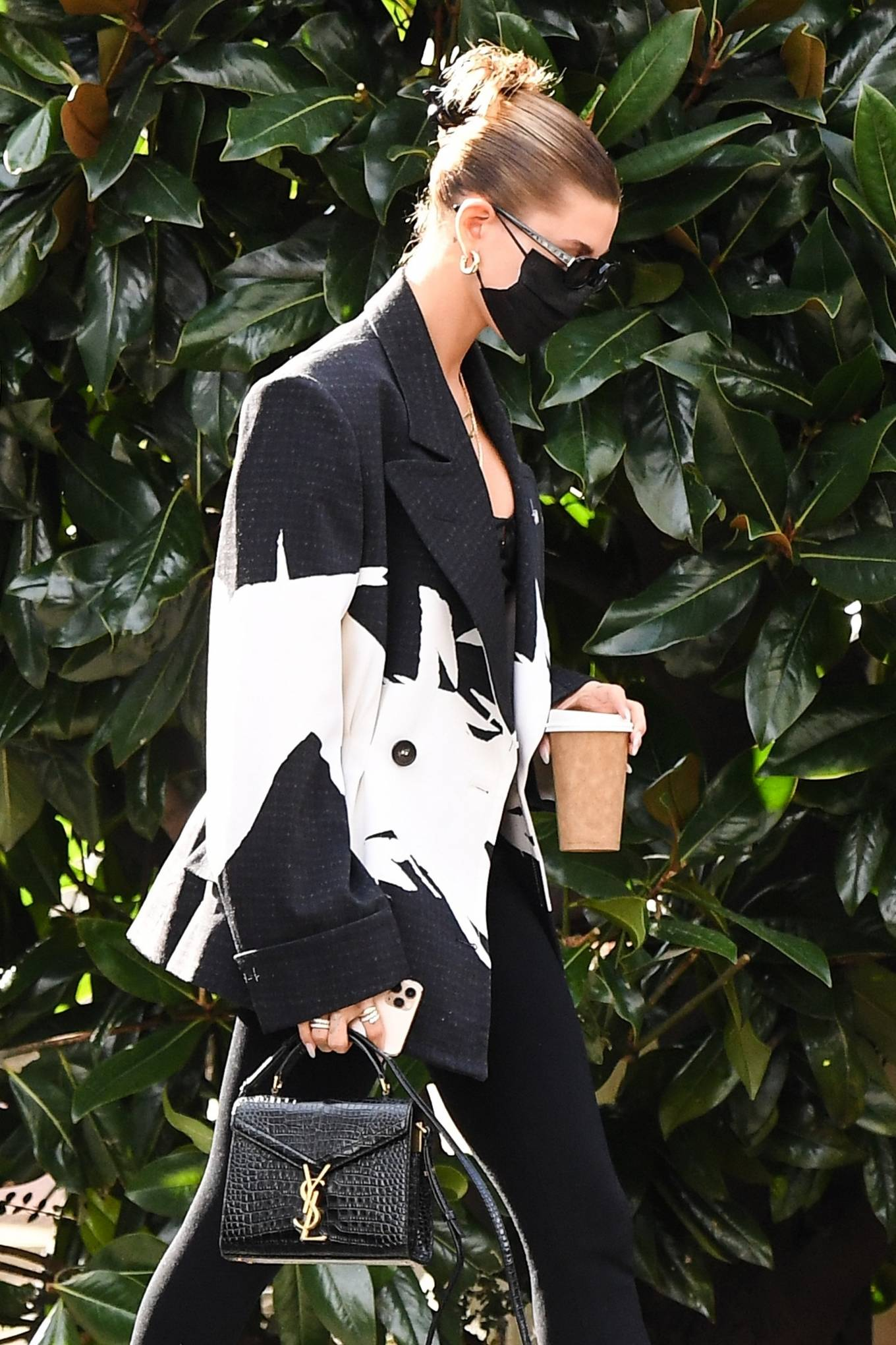 Kendall Jenner 2020 : Hailey Bieber and Kendall Jenner – Out in Milan-12