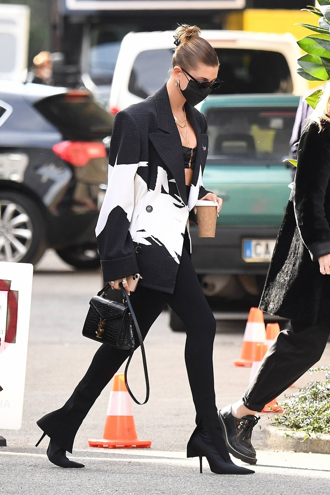 Kendall Jenner 2020 : Hailey Bieber and Kendall Jenner – Out in Milan-14