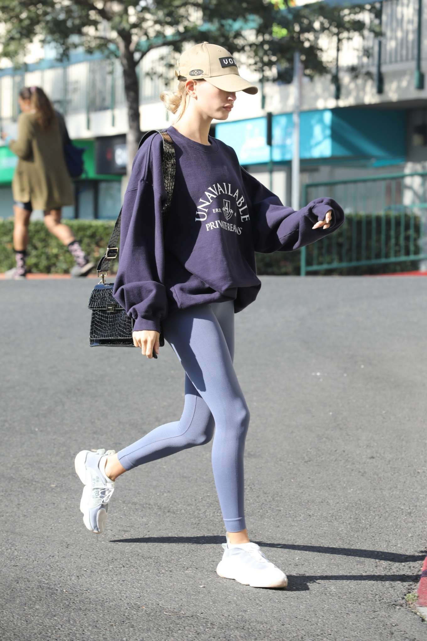 Hailey Bieber 2019 : Hailey Bieber – Arrives to the gym in Los Angeles-10
