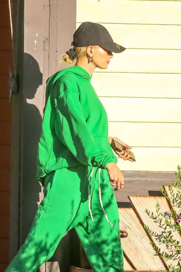 Hailey Bieber - Arriving at a recording studio to meet Justin Bieber in Los Angeles