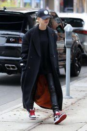 Hailey Bieber - Hits up a hair salon in LA