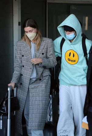 Hailey Bieber - Seen arriving in Paris