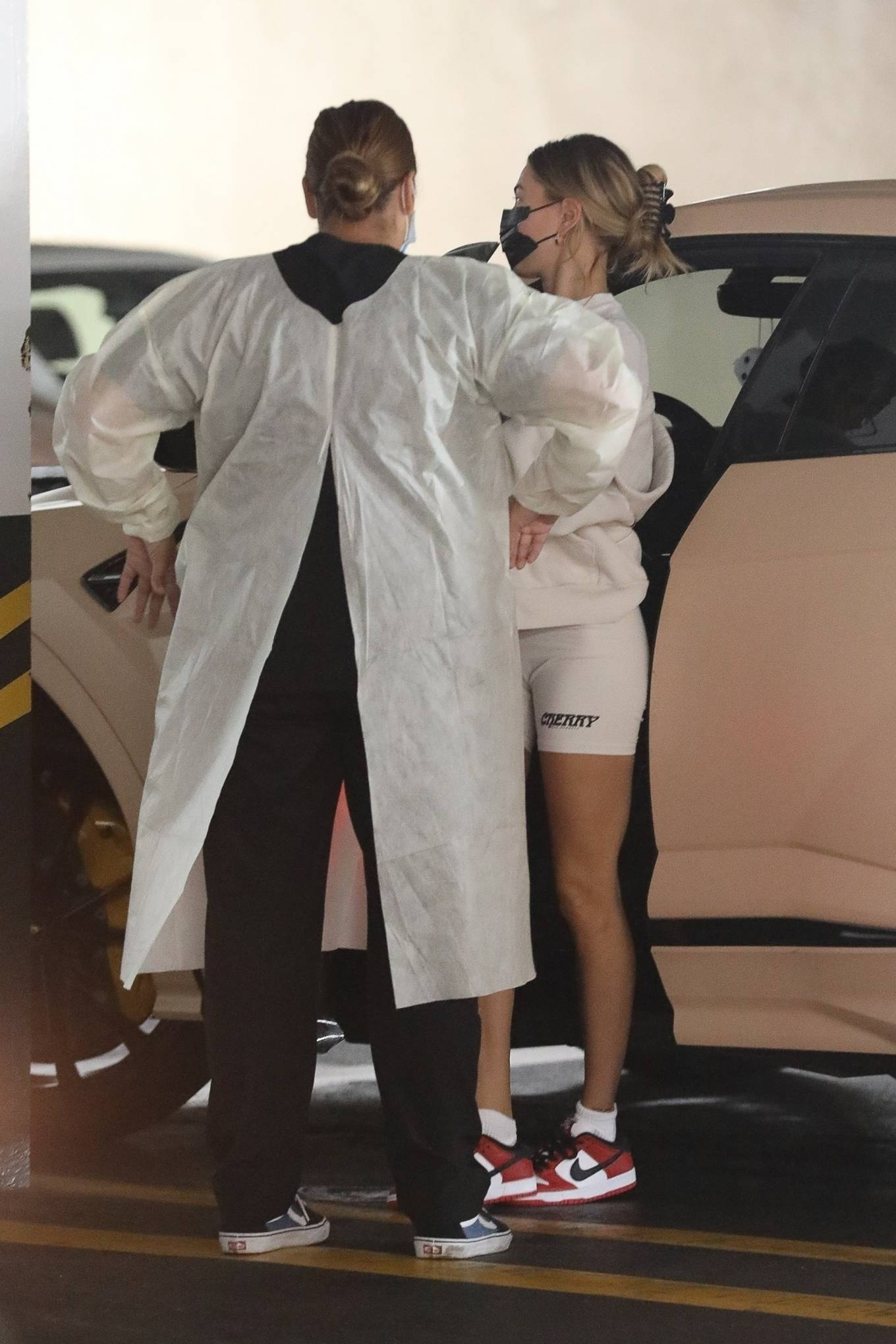 Hailey Bieber - Seen as she visits a medical building in Beverly Hills