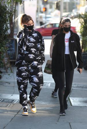 Hailey Bieber - Seen at Zinque Cafe on Melrose Place in West Hollywood