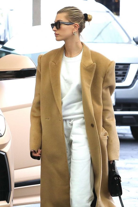Hailey Bieber - Visit a doctor's office in Beverly Hills