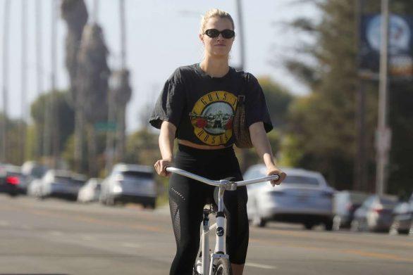 Hailey Clauson 2019 : Hailey Clauson – Bike Riding in Los Angeles-04
