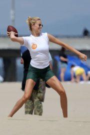 Hailey Clauson - Playing flag football on Venice Beach