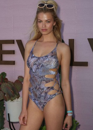 Hailey Clauson - REVOLVE Desert House in Thermal
