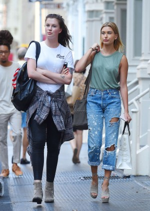 Hailey & Ireland Baldwin - Shopping in Soho