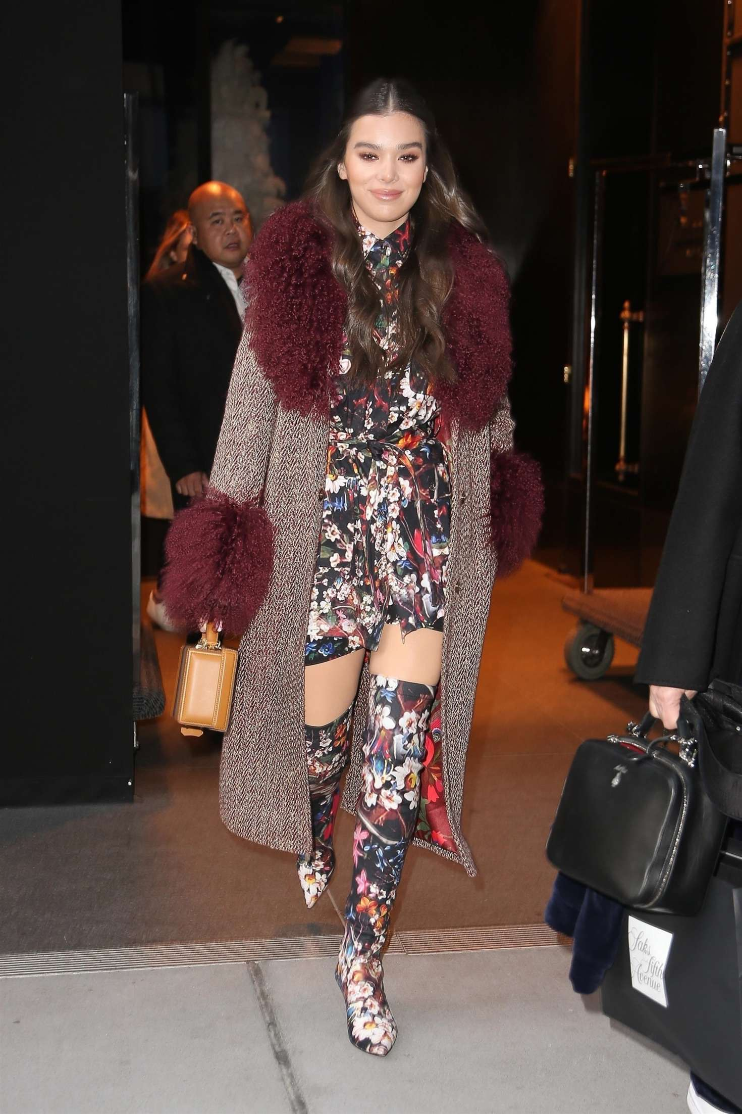 Haille Steinfeld 2018 : Haille Steinfeld in Floral Print Outfit -01