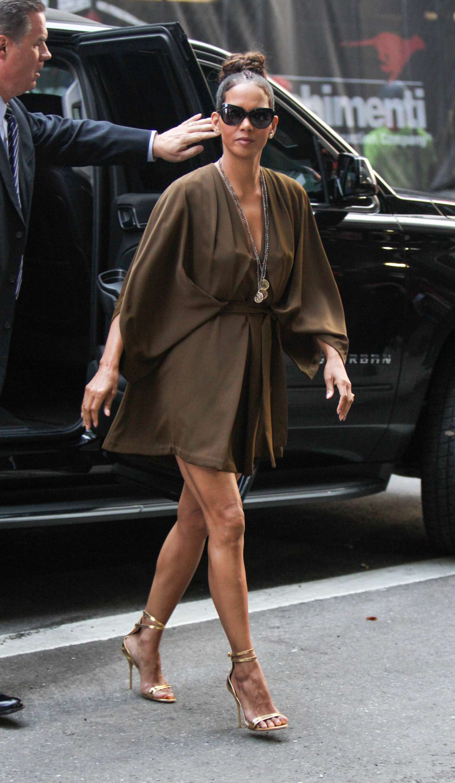 Halle Berry – Arrives at 'Good Morning America' TV Show in New York   Halle-Berry:-Arrives-at-Good-Morning-America--02