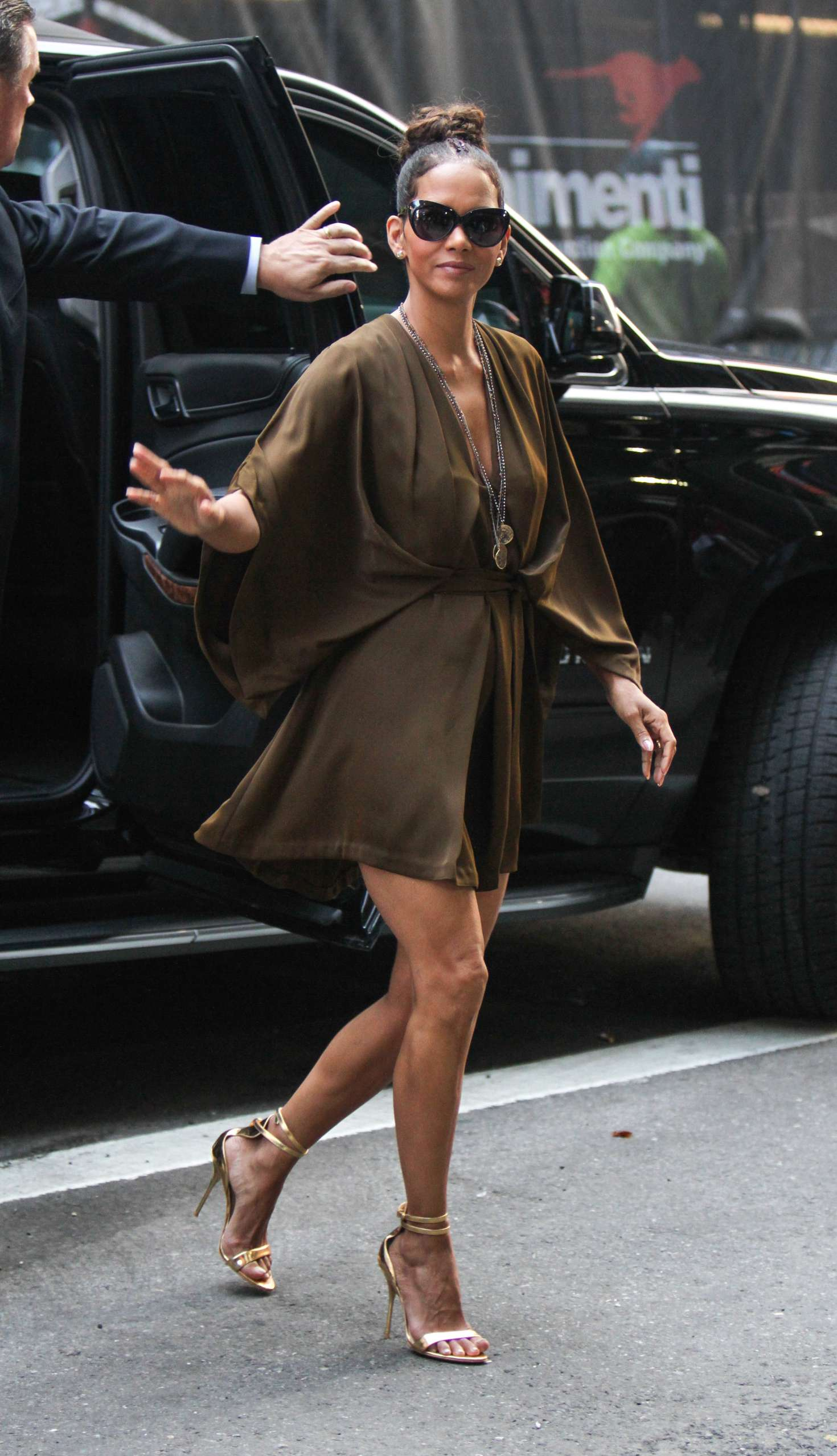Halle Berry – Arrives at 'Good Morning America' TV Show in New York   Halle-Berry:-Arrives-at-Good-Morning-America--03