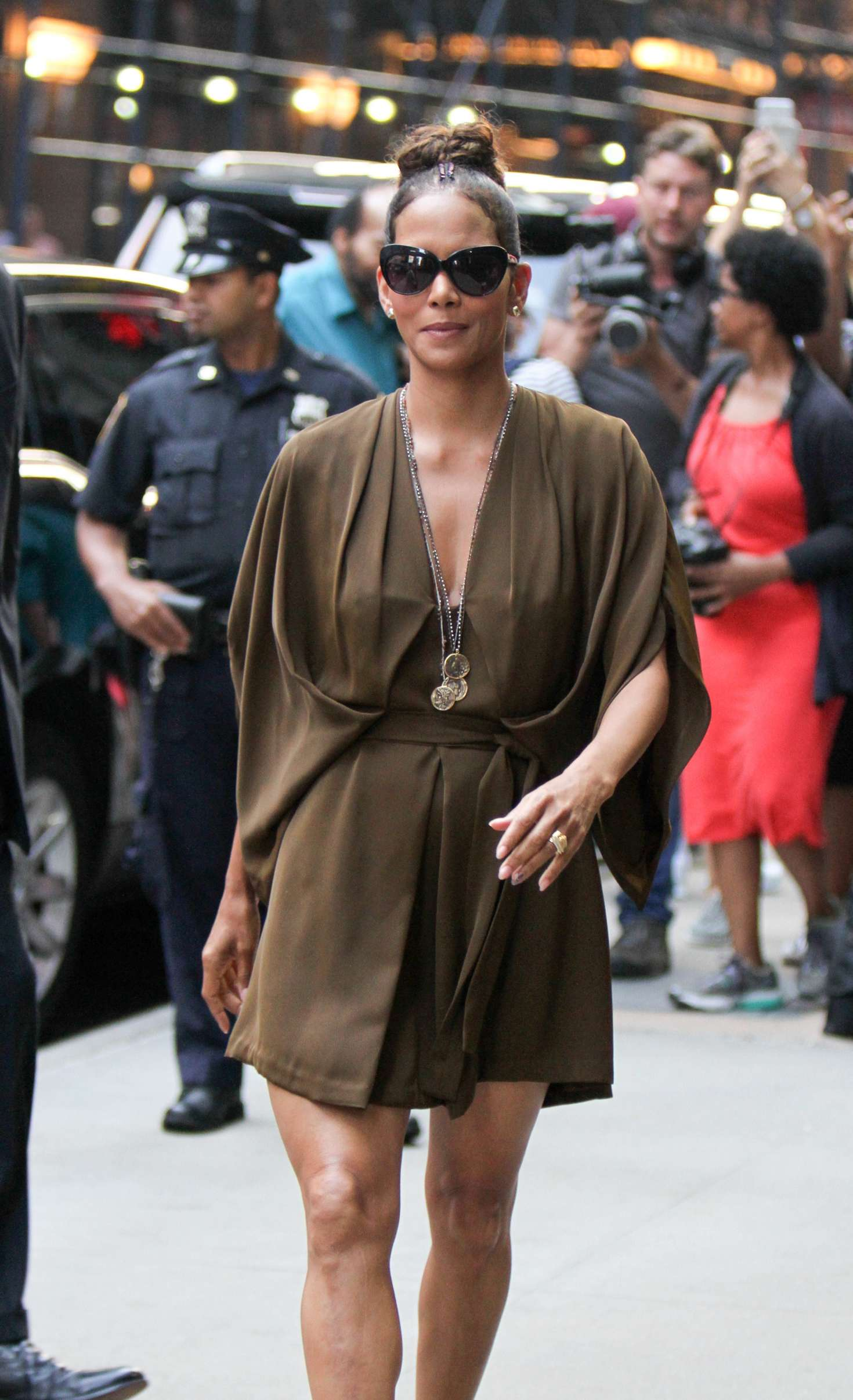 Halle Berry – Arrives at 'Good Morning America' TV Show in New York   Halle-Berry:-Arrives-at-Good-Morning-America--04