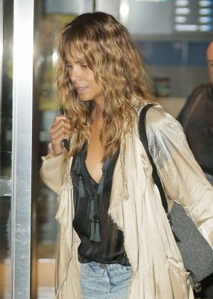 Halle Berry - Arrives at JFK Airport in NYC