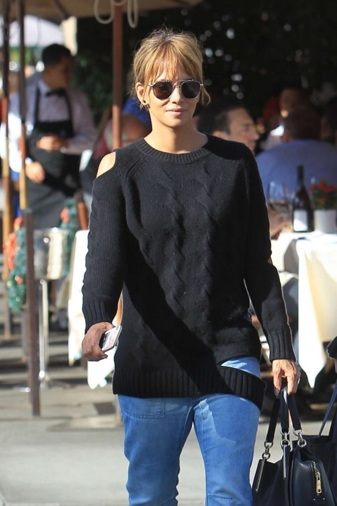 Halle Berry – Christmas Shopping in Beverly Hills