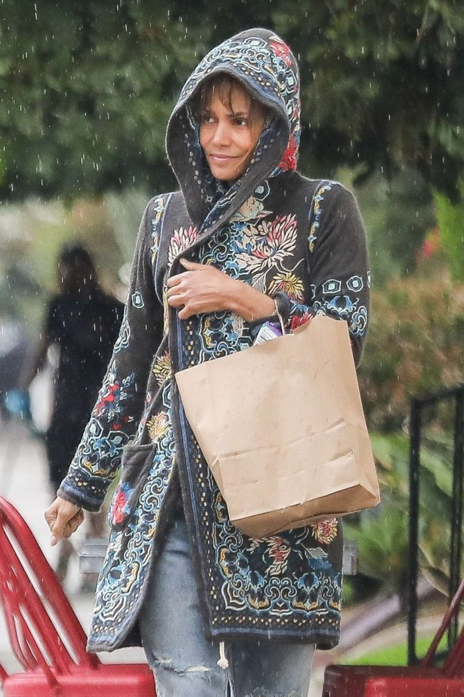Halle Berry – Heads to Erewhon Natural Foods in Los Angeles