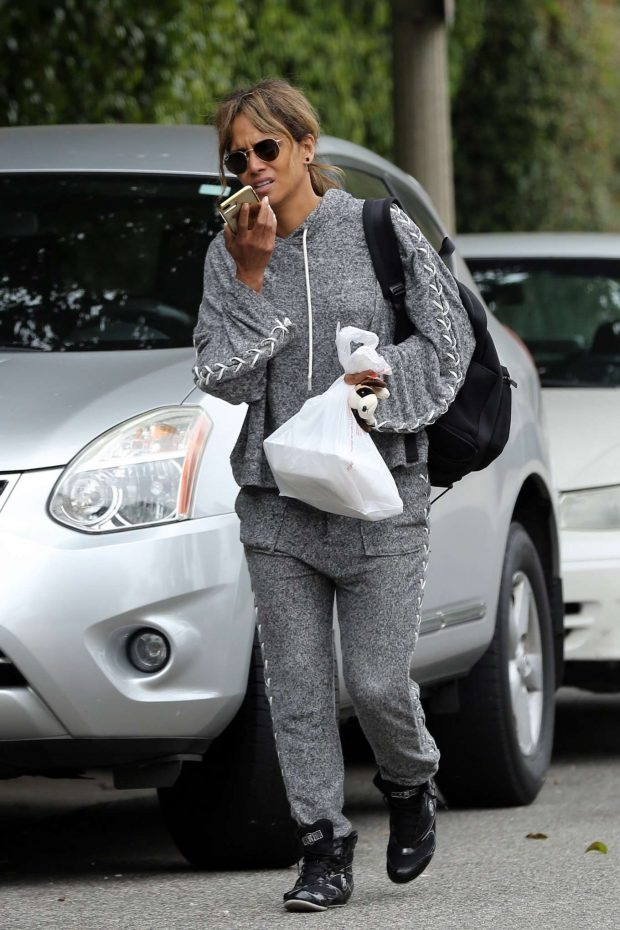 Halle Berry: Leaves her workout in Los Angeles-01