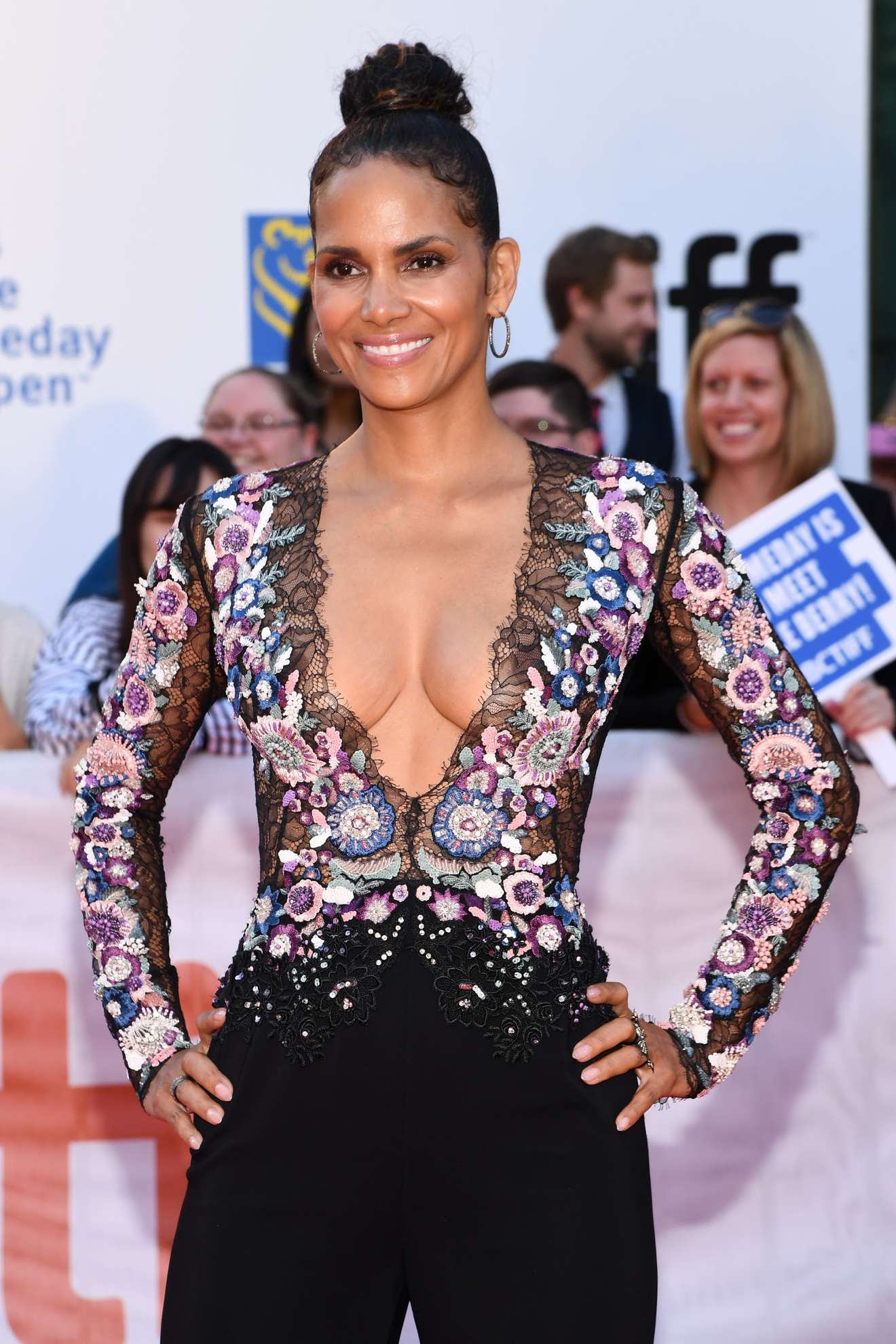 Halle Berry Looking Hot At Kings Premiere At The 2017