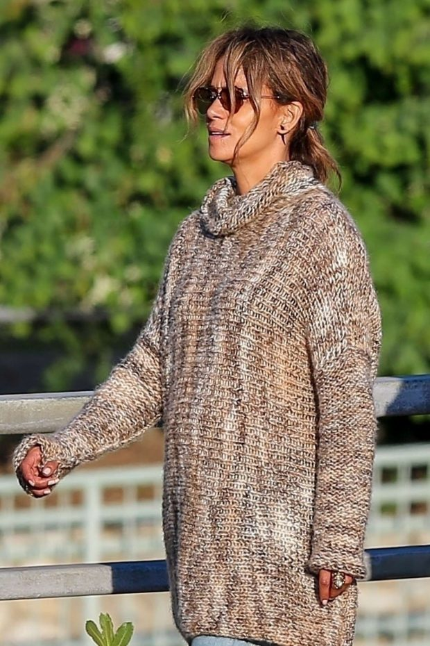 Halle Berry - Out for lunch in the Studio City