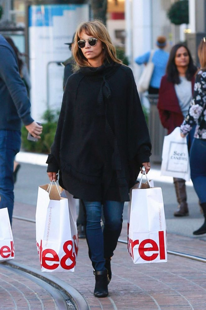 Halle Berry – Shopping at The Grove in Los Angeles