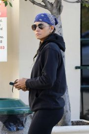Halle Berry - Shopping candids in Los Angeles