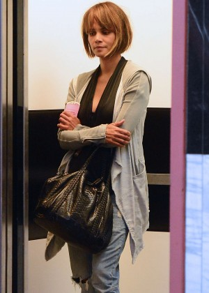 Halle Berry - Shopping in Los Angeles