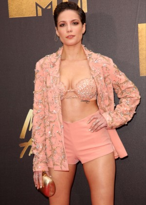 Halsey - 2016 MTV Movie Awards in Burbank