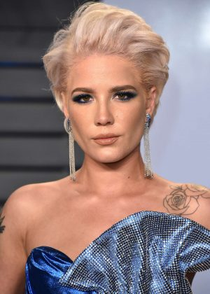 Halsey:-2018-Vanity-Fair-Oscar-Party--08-300x420.jpg