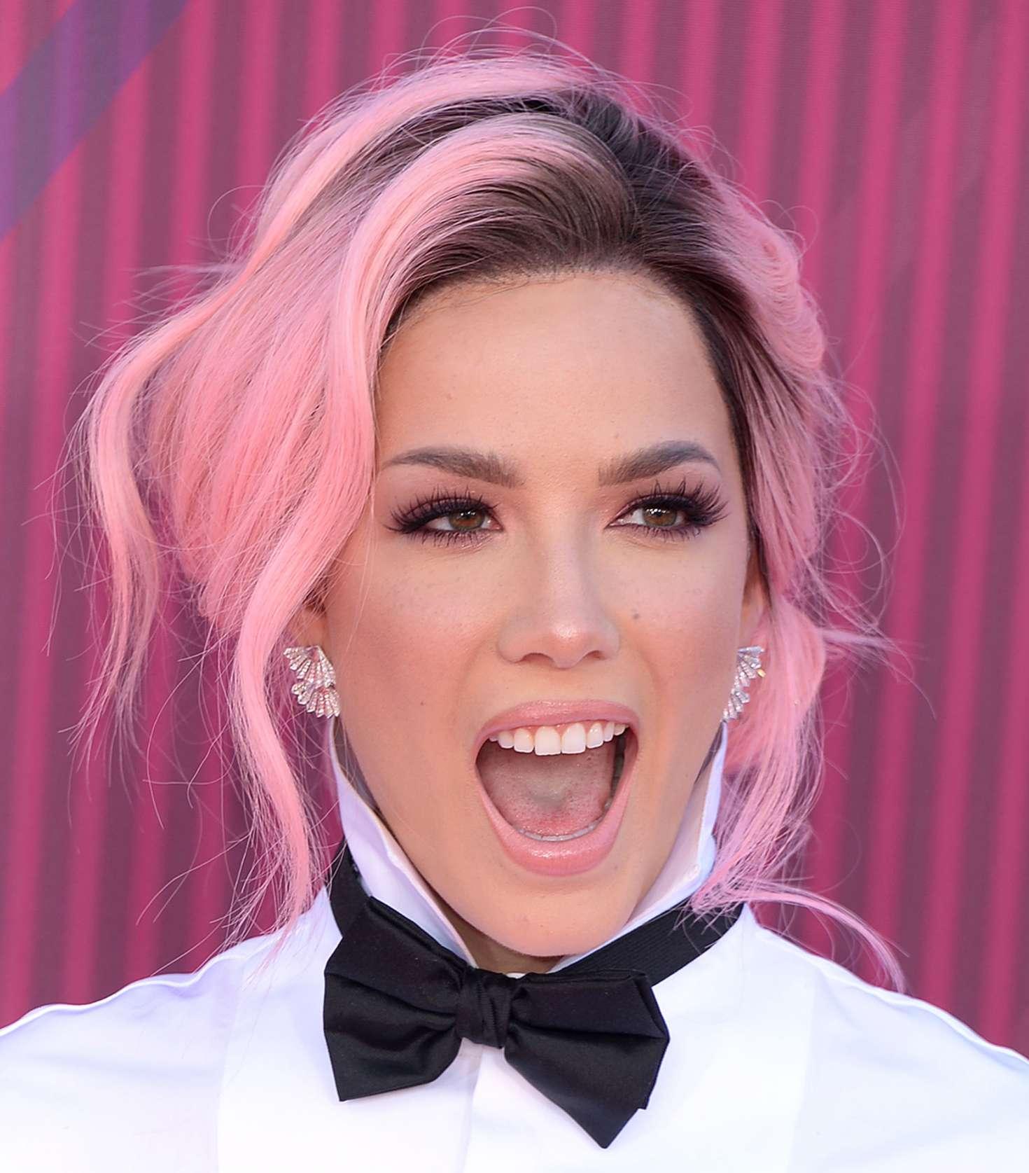 Halsey 2019 : Halsey: 2019 iHeartRadio Music Awards -02