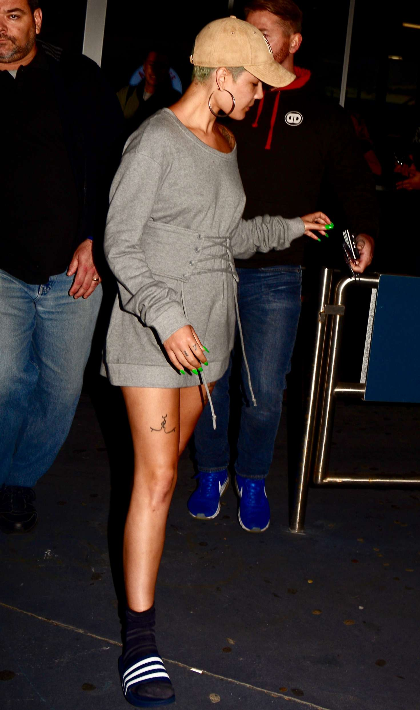 Halsey 2017 : Halsey Arrives at Sydney Airport -06