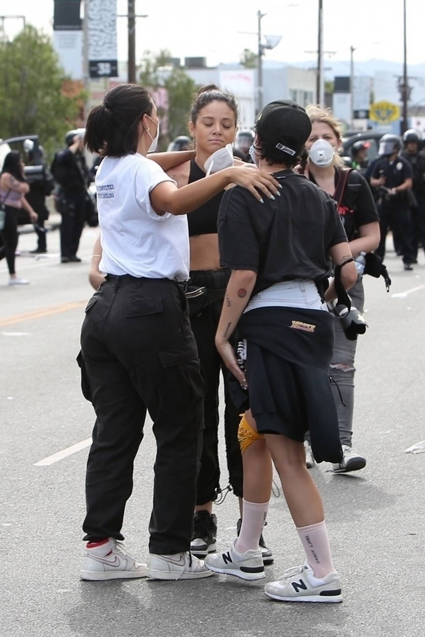 Halsey 2020 : Halsey – Attends Black Lives Matter rally in LA-02