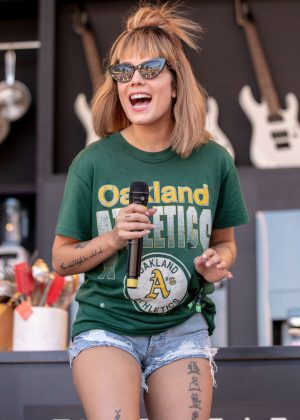 Halsey - During BottleRock Music Festival at Napa Valley Expo
