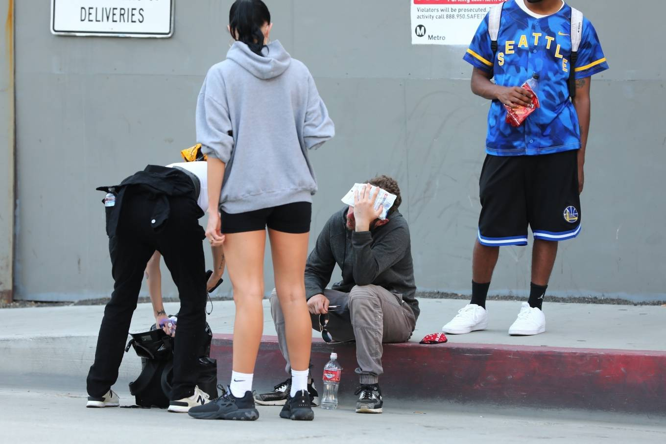 Halsey 2020 : Halsey – Goes to protest with a group of friends in Los Angeles-05