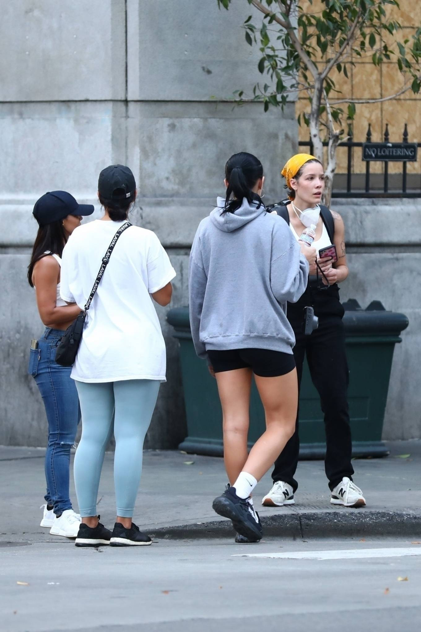 Halsey 2020 : Halsey – Goes to protest with a group of friends in Los Angeles-11