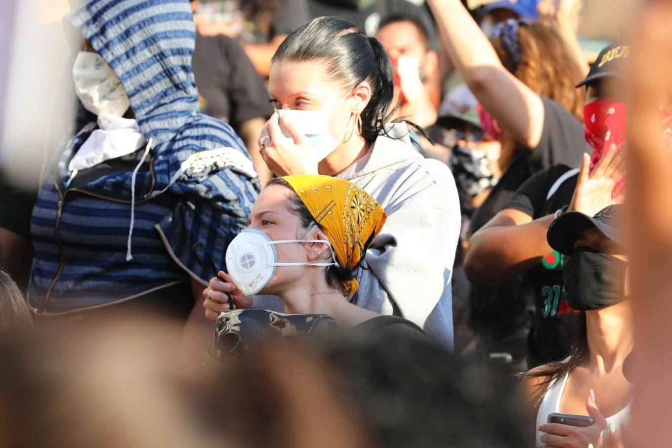 Halsey 2020 : Halsey – Goes to protest with a group of friends in Los Angeles-14