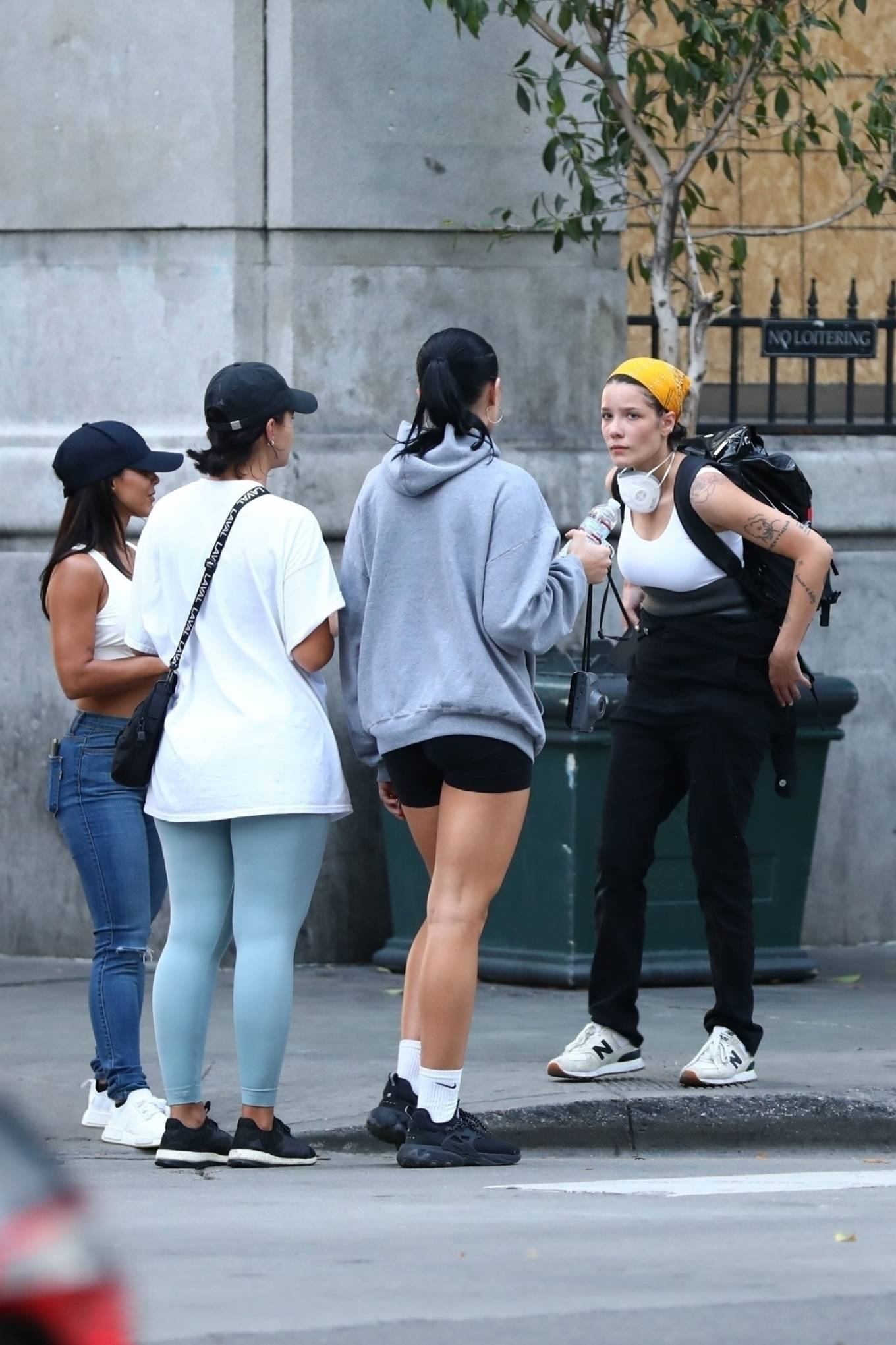 Halsey 2020 : Halsey – Goes to protest with a group of friends in Los Angeles-18