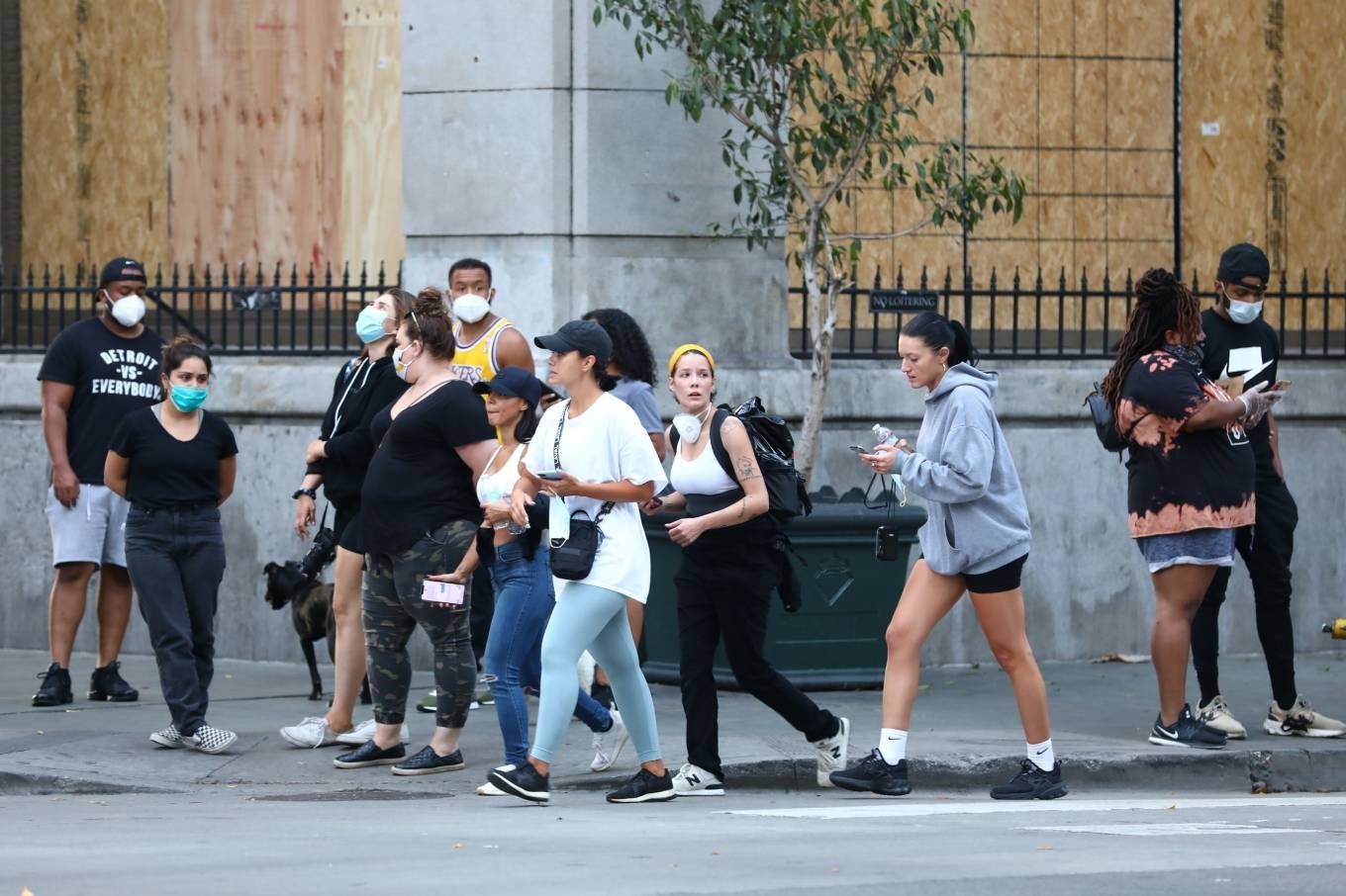 Halsey 2020 : Halsey – Goes to protest with a group of friends in Los Angeles-23