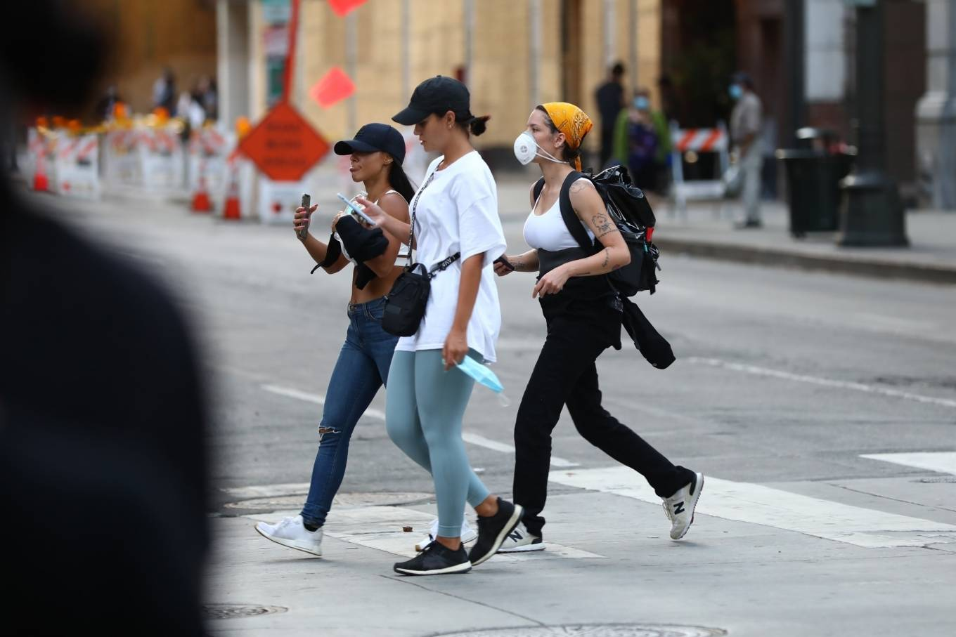 Halsey 2020 : Halsey – Goes to protest with a group of friends in Los Angeles-30