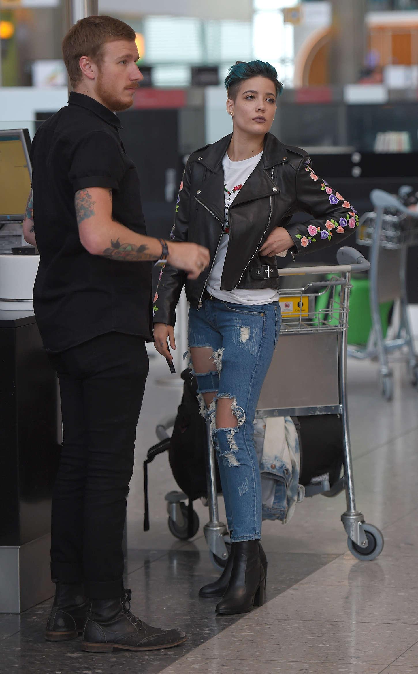 Halsey 2015 : Halsey: Heathrow airport -02